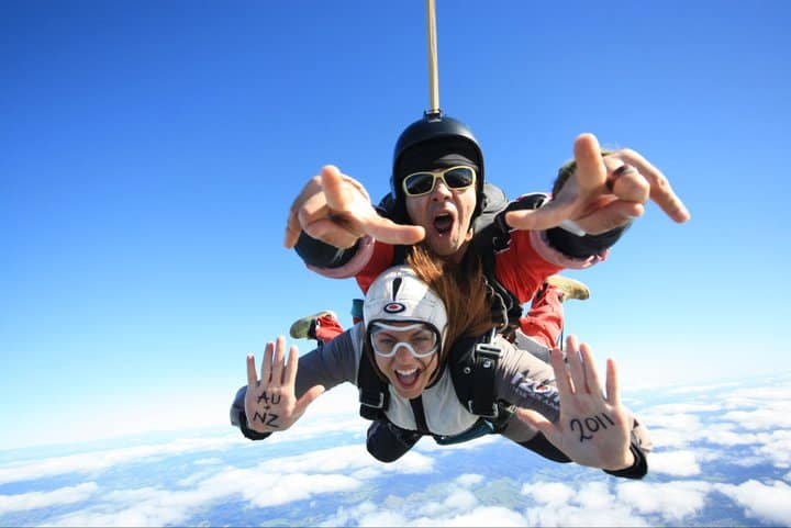 things to do before 25 - skydive
